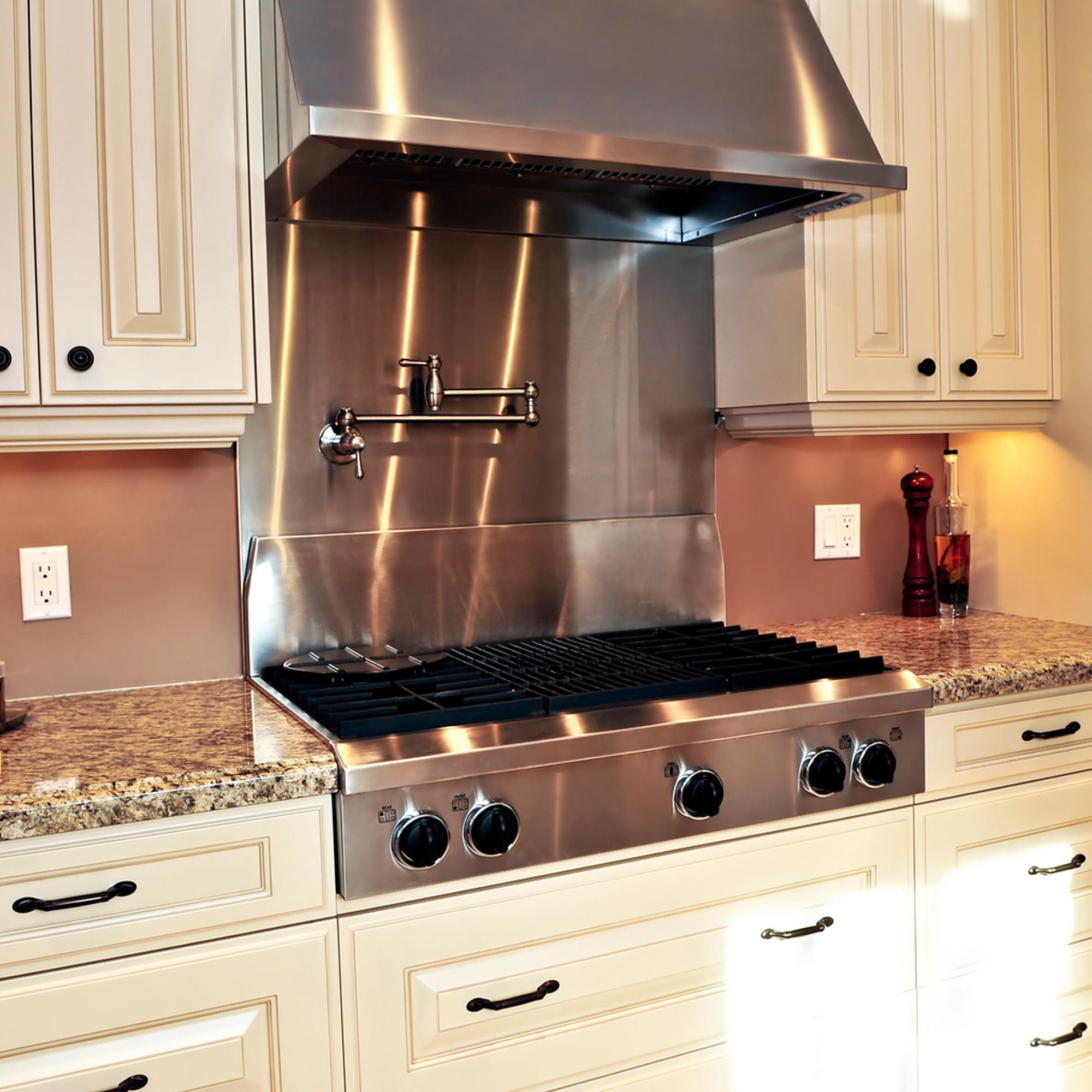 Место для вытяжки на кухне