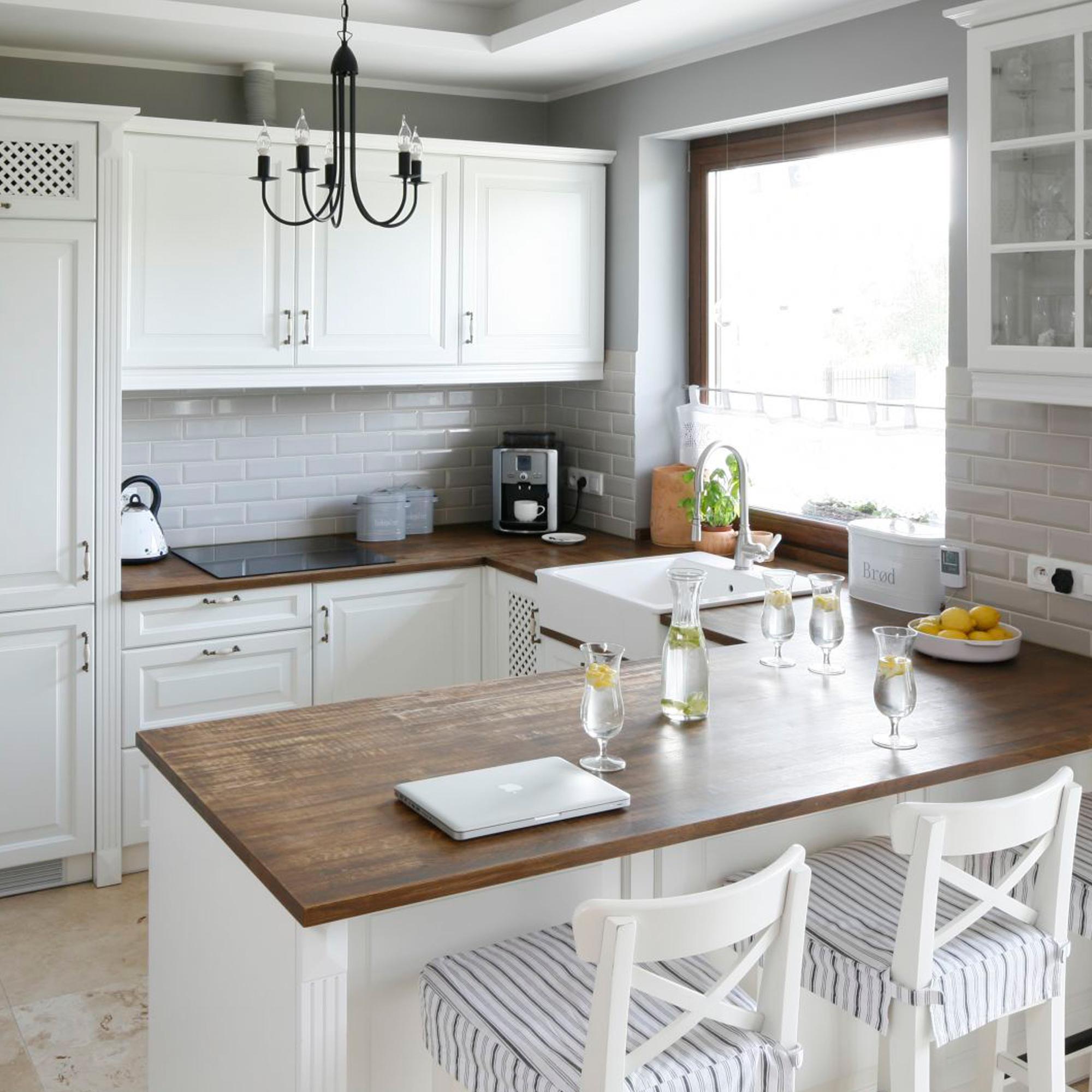 Кухня с полуостровом